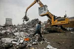 Бизнес попросил у премьера защиты от налога за утилизацию отходов